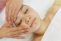 お肌のお悩みを改善し、日ごろのストレスを解消できます。