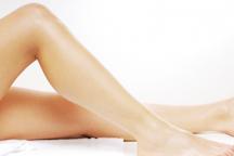 美肌効果もあり、痛みも伴わないIPL脱毛を使用。
